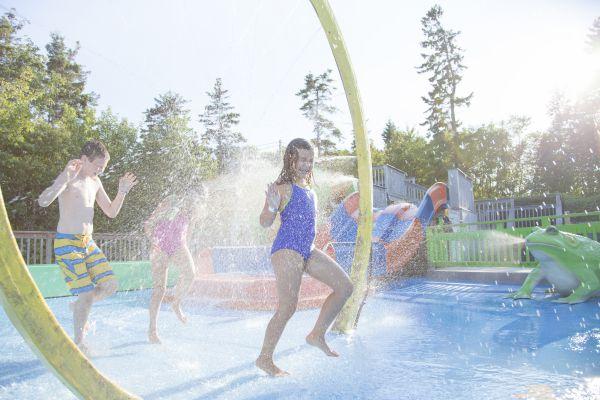 kids in splash park